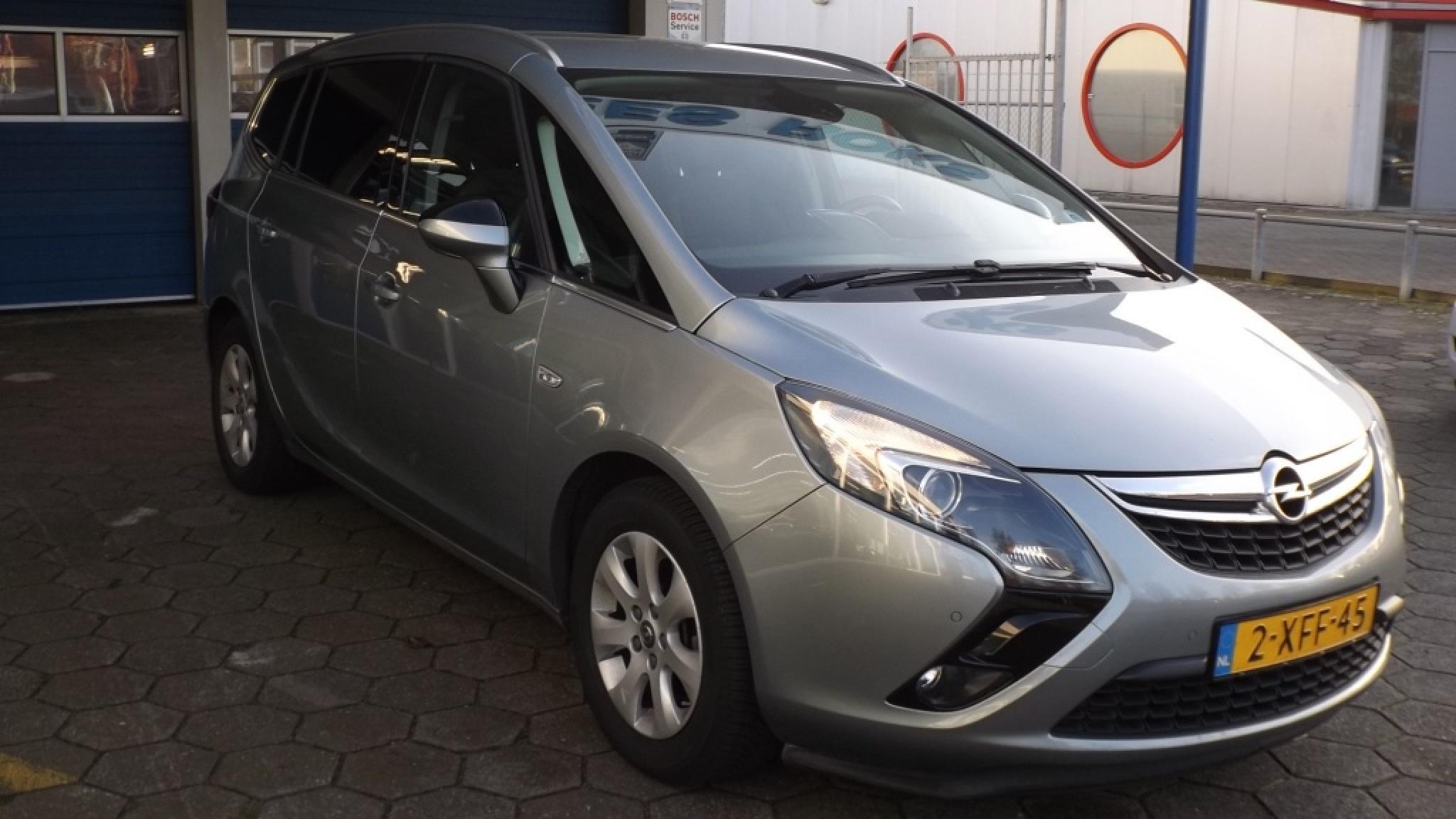 Opel-Zafira-16